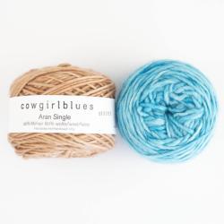Cowgirl Blues Ensfarvet Aran Single